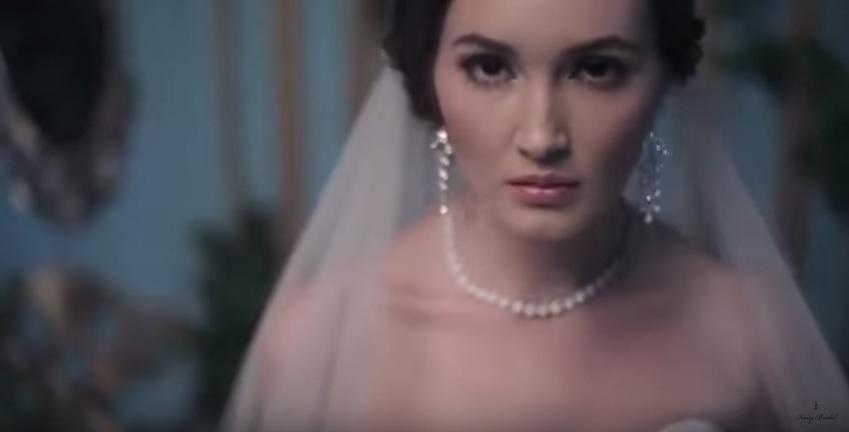 Bridal Jakarta, Classic Timeless Wedding Dress, Bridal Wedding Dress, Ivory Bridal Collection, Gaun Pengantin Elegan, Bridal Jakarta, Romantic Wedding Gown, Best Wedding Gown Designer